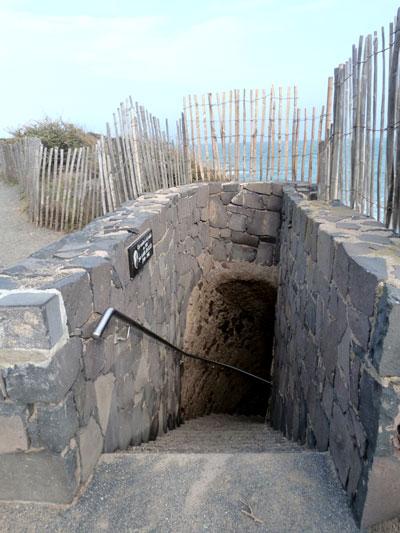escalier d'accès à la plage de la grande onque
